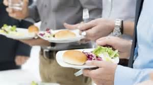 mendengar adzan, Hukum Makan Setelah Adzan Subuh