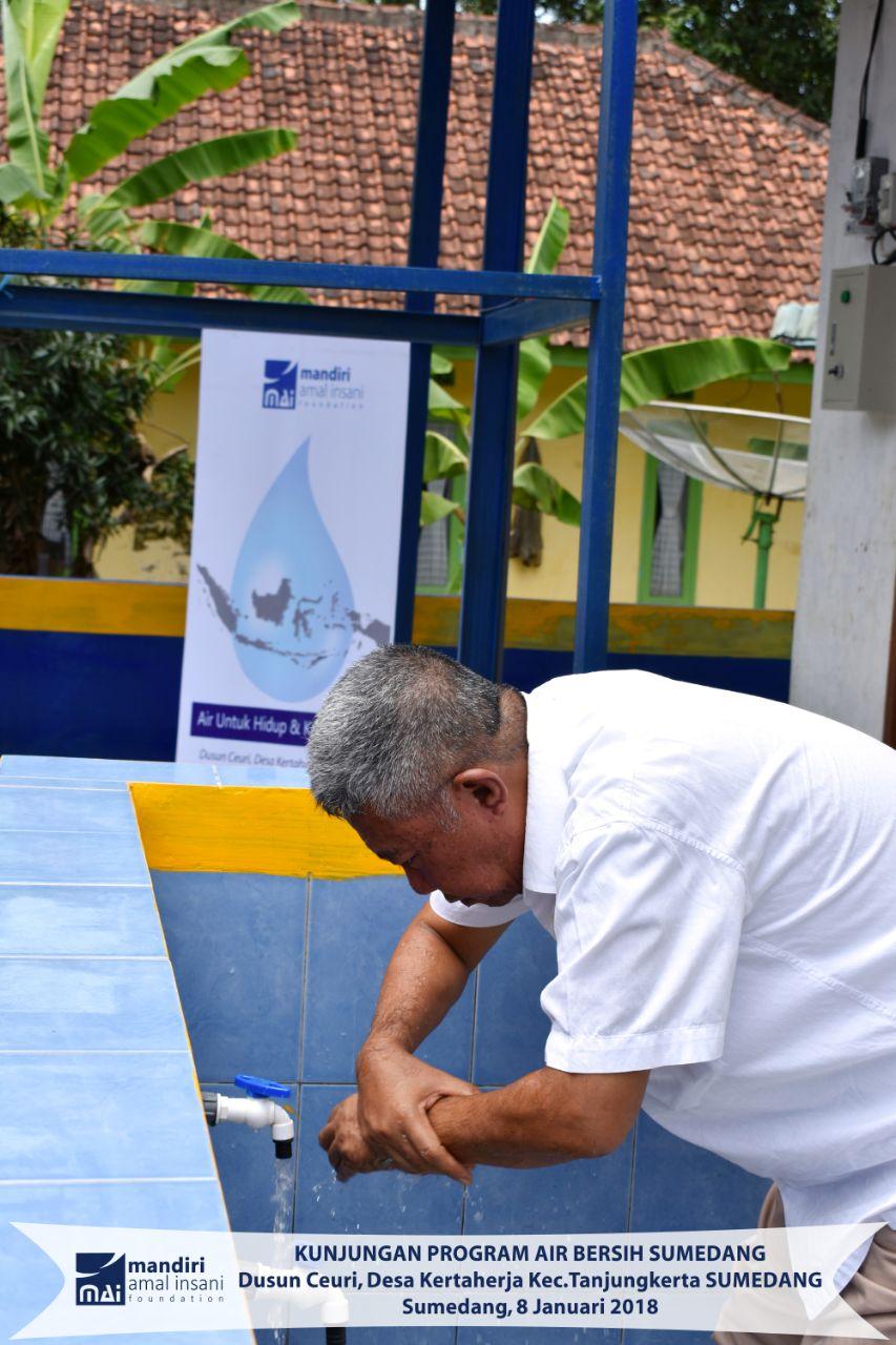 Air Mengalir Deras Di Proyek Sedekah Bersih Sumedang Badan Juug Untuk Minum